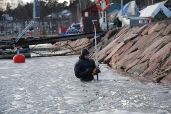 Vedenalaisen pengerryksen kartoitusta talvella